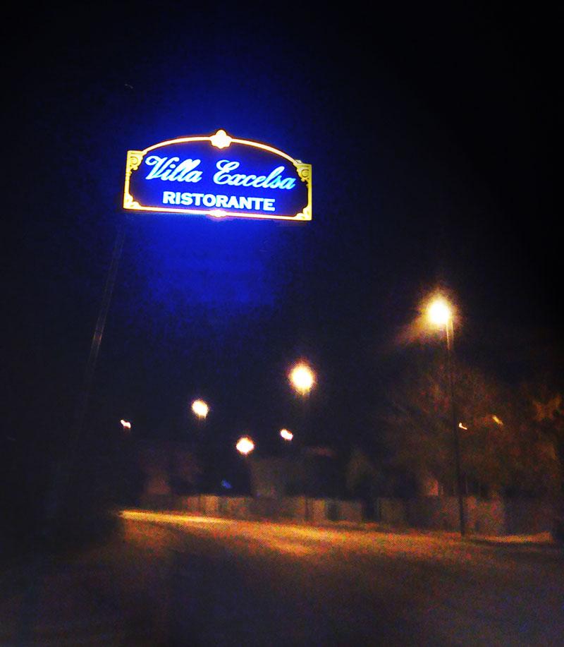 esterno-neon-villa-excelsa